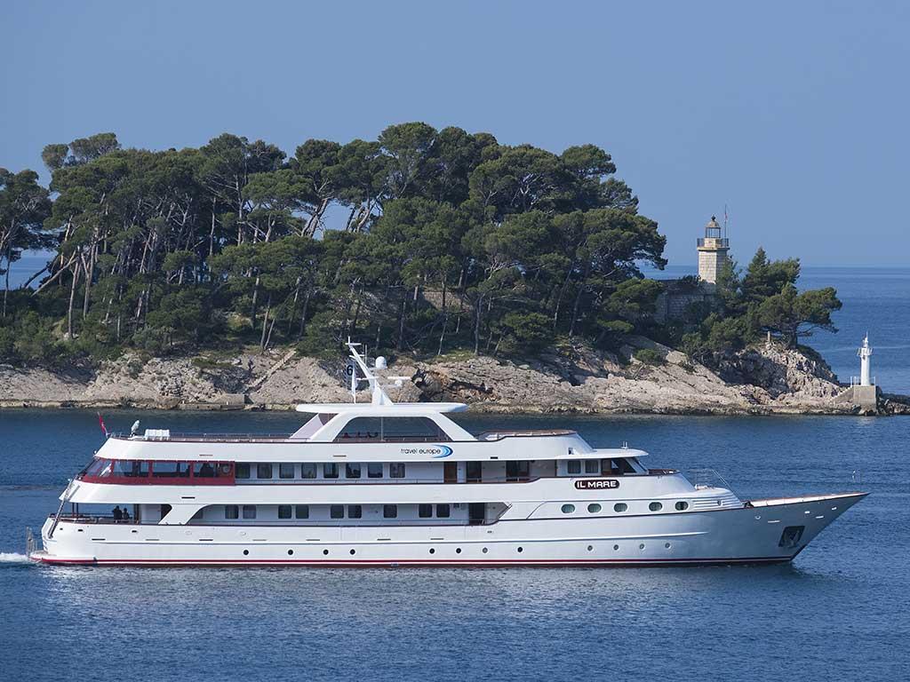 Le bateau de croisière, le MV il Mare