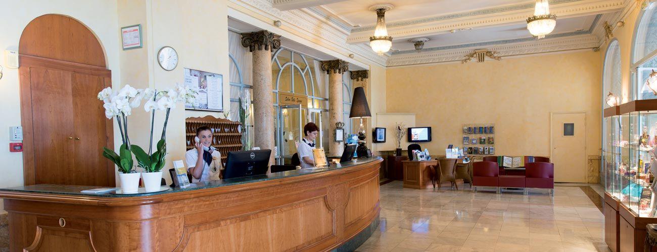 Hôtel Vacances Bleues Le Royal, à Nice