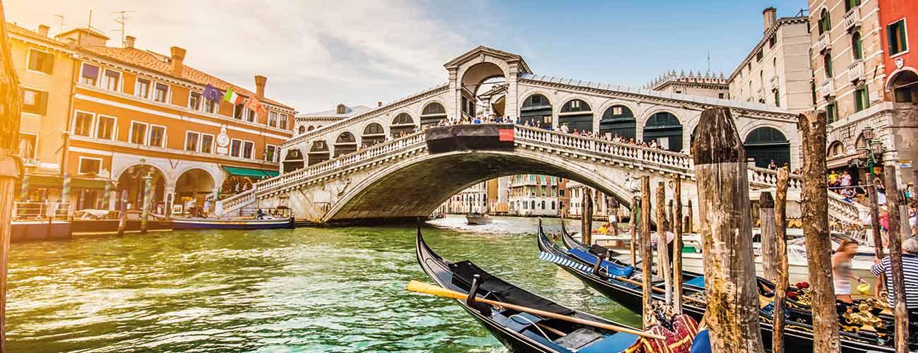 Bateaux sur les canaux de Venise, en Italie