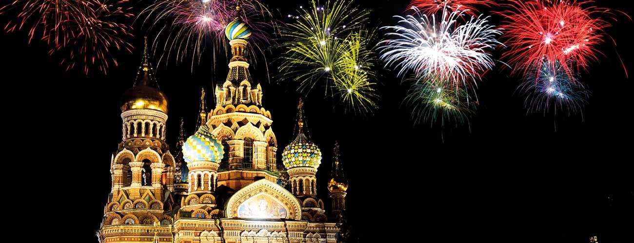 Feux d'artifice à Saint-Pétersbourg